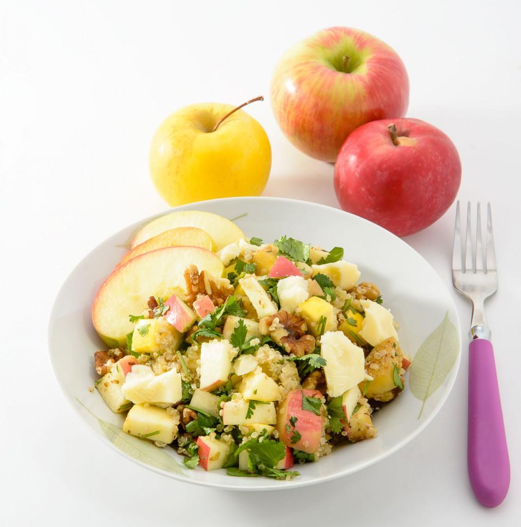 salade repas de quinoa aux 3 pommes au fromage et aux noix pommes qualit qu bec recette. Black Bedroom Furniture Sets. Home Design Ideas